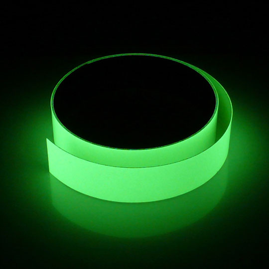 光を溜めて、暗やみで光るテープ!